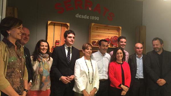 Autoridades de Gobierno Vasco, Bizkaia y Bermeo han visitado las instalaciones de Conservas Serrats en su 125 aniversario.