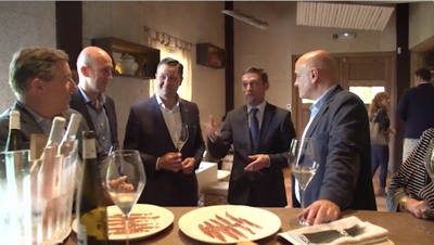 Destacados chefs catan anchoas del Cantábrico Serrats